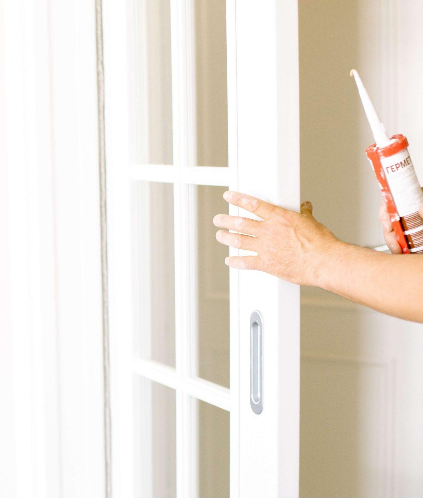 painting contractor elkhorn ne caulking doorway